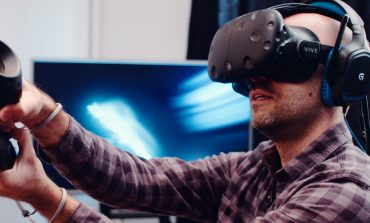 پرتاب شدن مردی در حین بازی با هدست واقعیت مجازی منجر به مرگ او شد!