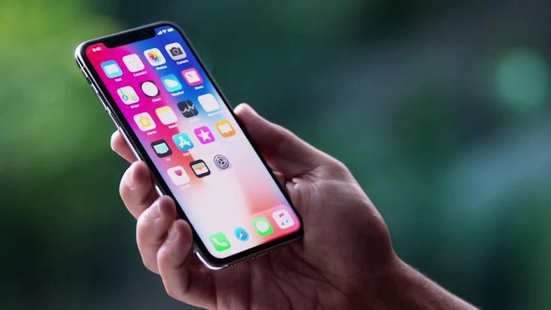 wired_up-close-and-personal-with-the-new-iphone-x اگر آیفون X اپل دارید، مراقب باشید؛ یک باگ امنیتی خطرناک در کمین شماست!