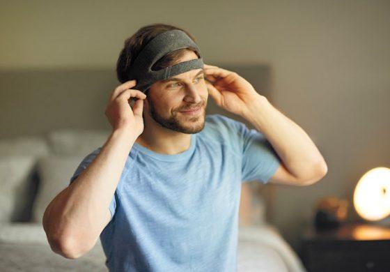 هدبند SmartSleep فلیپس با پخش نویز سفید به خوابی راحت کمک میکند