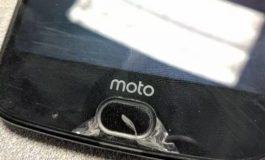 گلایه کاربران موتو Z2 فورس از جدا شدن لایه محافظ گوشی