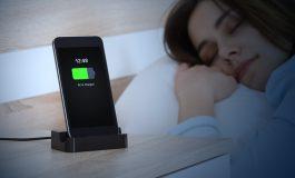 اگر گوشی خود را شب تا صبح به شارژ بزنید، چه اتفاقی برای آن میافتد؟!