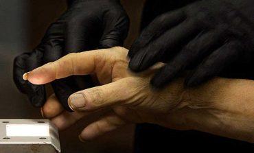 پلیس آمریکا با برهم زدن یک مراسم تدفین اقدام به بازکردن قفل گوشی با اثر انگشت جنازه کرد!
