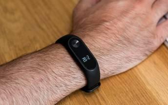 Mi-band-3-1 شیائومی میبند 3 از قابلیت فعال شدن با حرکت دست پشتیبانی میکند