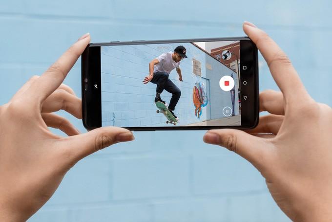 oneplus-camera وانپلاس 6 با دوربین دوگانه و ۸ گیگابایت رم بهصورت رسمی معرفی شد