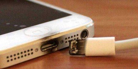 scorched-usb-iphone-450x225 چرا بهتر است از تعمیر کابل آسیب دیده شارژر خودداری کنیم؟!