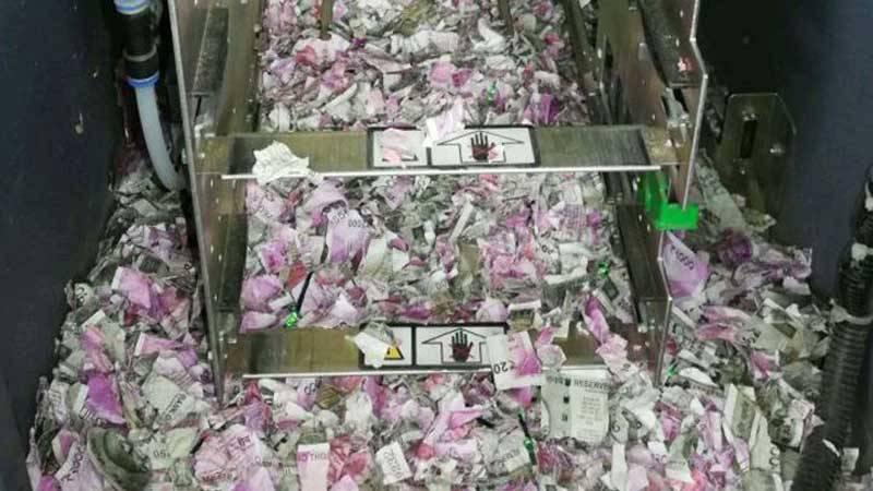 105289334-GettyImages-980341202.720x405 یک موش بعد از خوردن 17500 دلار اسکناس از داخل دستگاه خودپرداز مرد!