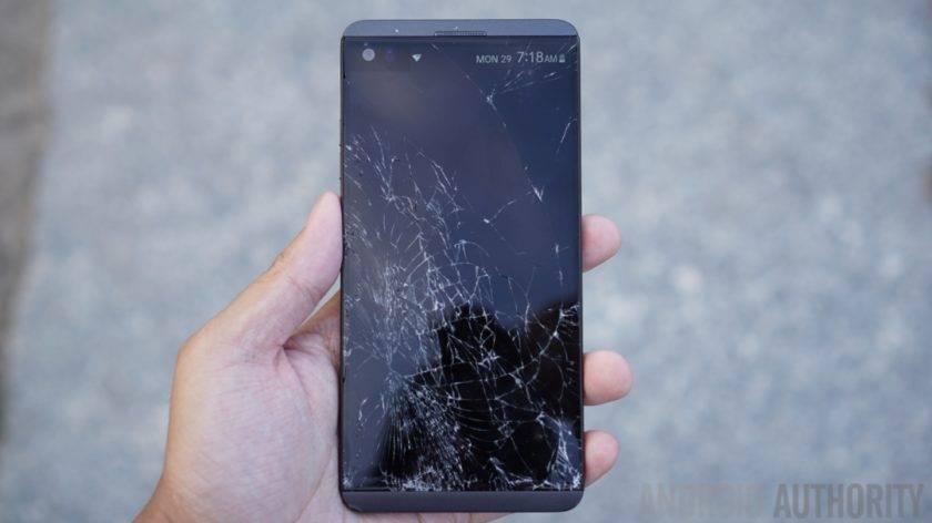 LG-V20-drop-test-cracked-display-840x472 گوشیهای تاشو چگونه میتوانند آینده را از آن خود کنند؟!