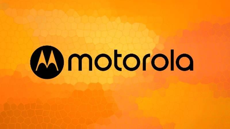 Motorola-Is-Now-Back-With-A-New-Logo احتمالا موتورولا پرچمدار مجهز به نمایشگر برشخورده خود را در 2 اندازه مختلف عرضه میکند