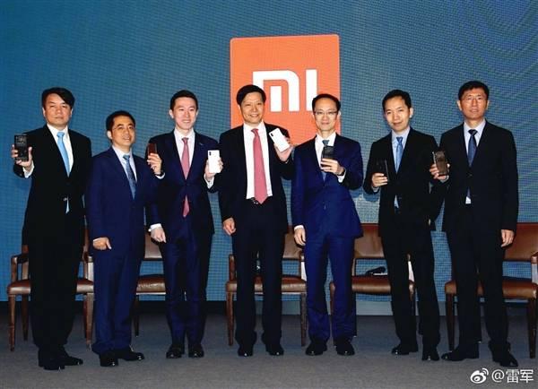 xiaomi-executives درآمد شیائومی در سال 2017 از مرز 100 میلیارد یوان (16 میلیارد دلار) فراتر رفت!