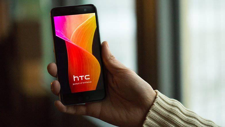 AndroidPIT-htc-u-play-4091-w782 راهنمای خرید گوشی هوشمند با بودجه 2 تا 3 میلیون تومان (مهر ماه 97)