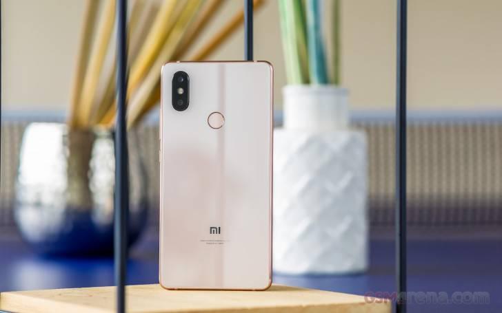 Xiaomi-Mi8-SE راهنمای خرید گوشی هوشمند با بودجه 4 تا 5 میلیون تومان (مهر ماه 97)