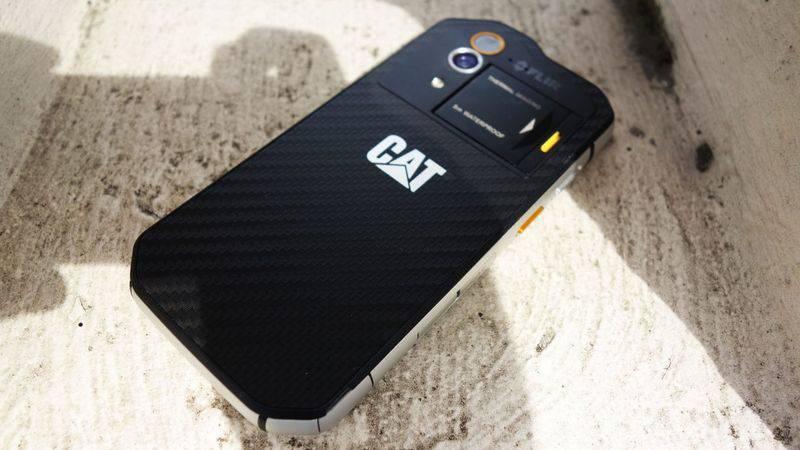 cat-s60-17-1220x687 چند دلیل برای آنکه بدانید گوشیهای کاترپیلار ارزش خرید ندارند!