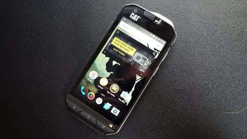 cat-s60-2-3-1220x687 چند دلیل برای آنکه بدانید گوشیهای کاترپیلار ارزش خرید ندارند!