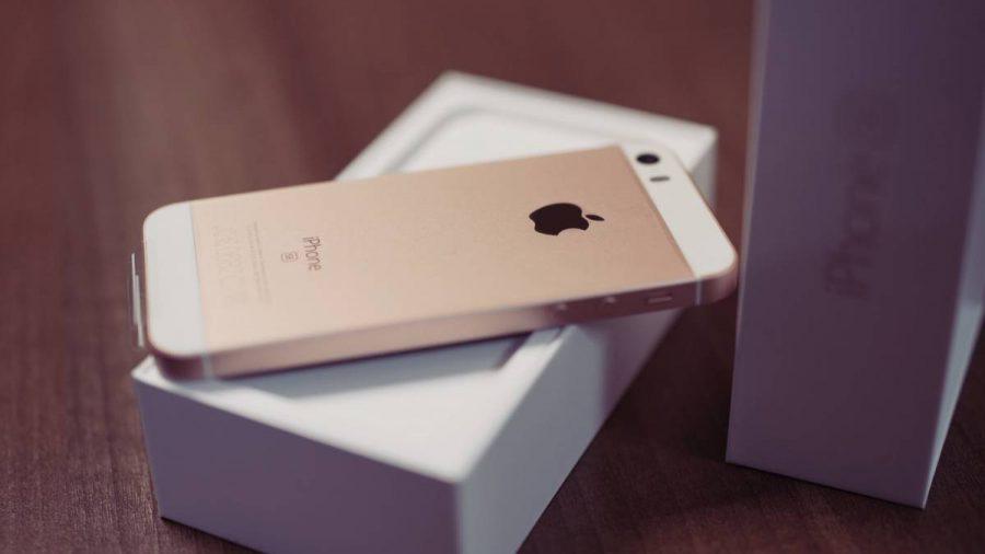 6.1-inçlik-iPhone-iPhone-SE-e1536485388497 بنابر چه دلایلی احتمالا گوشی آینده شما یک پرچمدار جدید نخواهد بود؟!