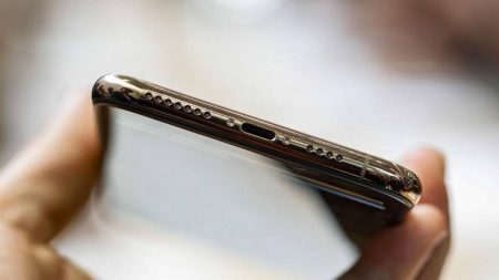 Apple-iPhone-Xs-Preview-Mojtaba-5-450x253 بررسی اولیه آیفون Xs اپل: آقای بهبودیافته!