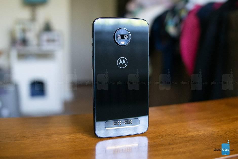 Motorola-Moto-Z3-Play-Review-016 بنابر چه دلایلی احتمالا گوشی آینده شما یک پرچمدار جدید نخواهد بود؟!