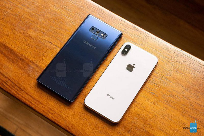 Samsung-Galaxy-Note-9-vs-Apple-iPhone-X-005-e1536485633188 بنابر چه دلایلی احتمالا گوشی آینده شما یک پرچمدار جدید نخواهد بود؟!