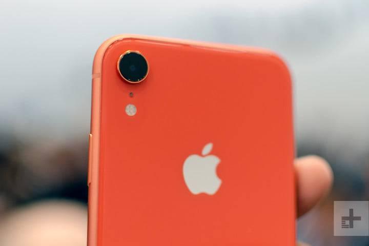 apple-iphone-xr-hands-on-4-720x720 5 دلیل برای دوست داشتن یا متنفر بودن از آیفونهای 2018