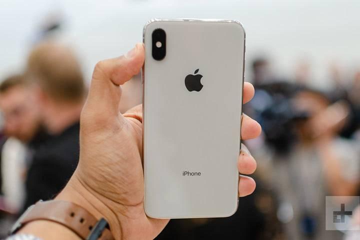 apple-iphone-xs-max-hands-on-1-720x720 5 دلیل برای دوست داشتن یا متنفر بودن از آیفونهای 2018