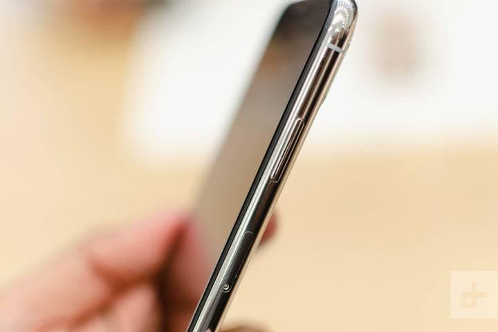 apple-iphone-xs-max-hands-on-5-720x720 5 دلیل برای دوست داشتن یا متنفر بودن از آیفونهای 2018