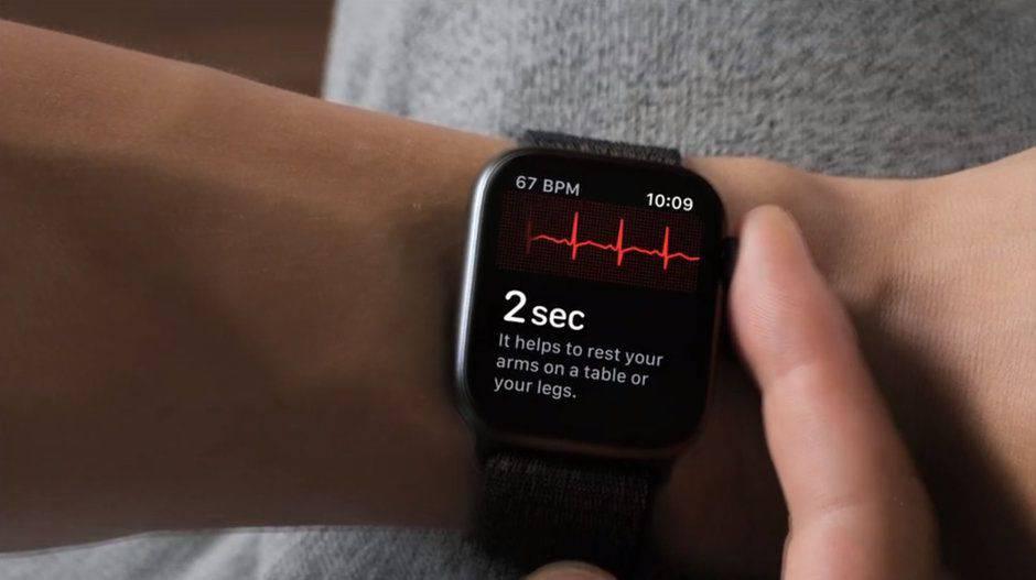 apple-watch-4-3 به زودی قابلیت الکتروکاردیوگرام بر روی دیگر مدلهای اپل واچ نیز عرضه میشود
