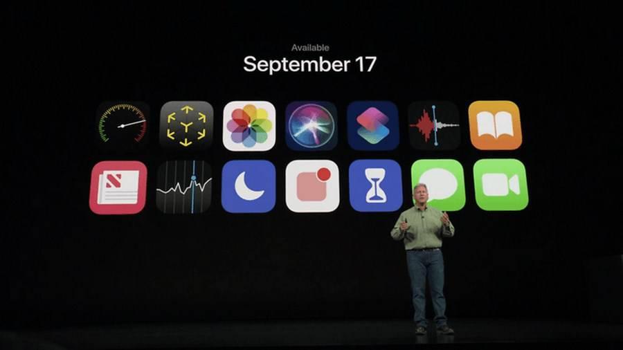 iOS-12-Availability-Copy مقایسه آیفون Xr با گلکسی S9 سامسونگ: رقبای شایستهای از شرق و غرب!