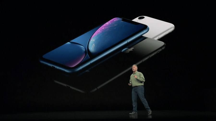 iPhone-Xr-Copy مقایسه آیفون Xr با گلکسی S9 سامسونگ: رقبای شایستهای از شرق و غرب!