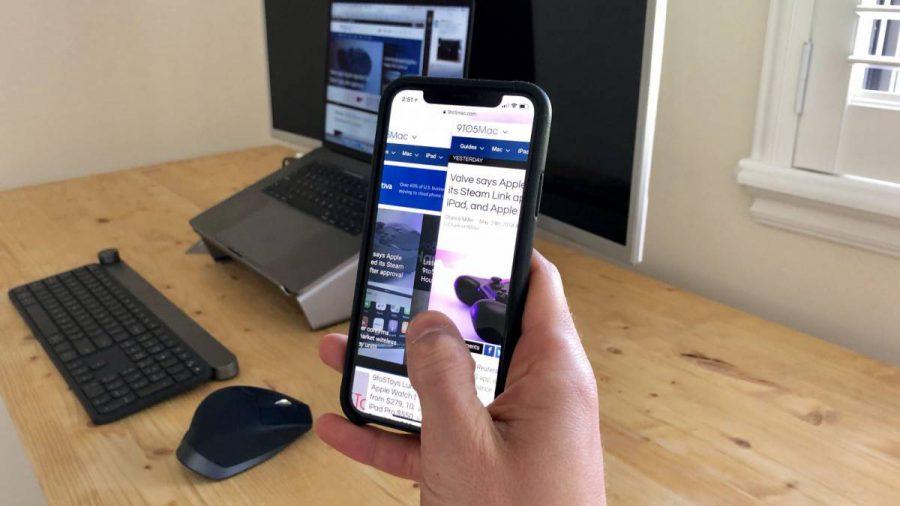 swiping-iphone-x-safari-e1538287898570 وبسایتهای موبایلی بدون اطلاع شما میتوانند به سنسورهای گوشی دسترسی داشته باشند