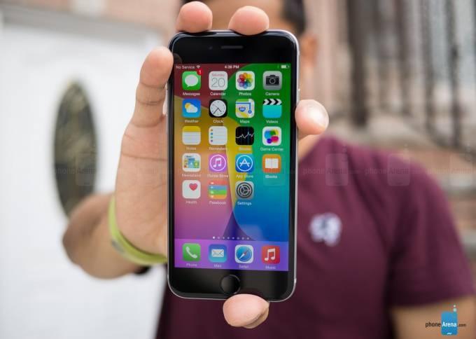 Apple-iPhone-6-review با مرگ آیفون SE دوران شکوهمند گوشیهای کامپکت به سر رسید!