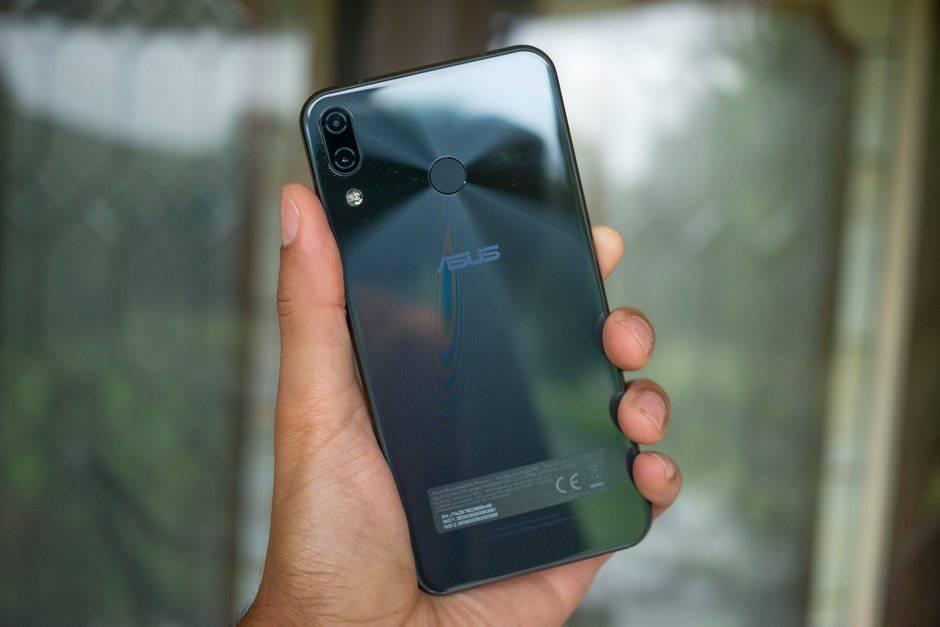 Leaked-Asus-ZenFone-6-prototypes-hint-at-display-holes-and-triple-camera-setups تصاویر فاش شده از ایسوس ذنفون 6 حکایت از صفحه نمایش روزنهدار و دوربین سهگانه دارند