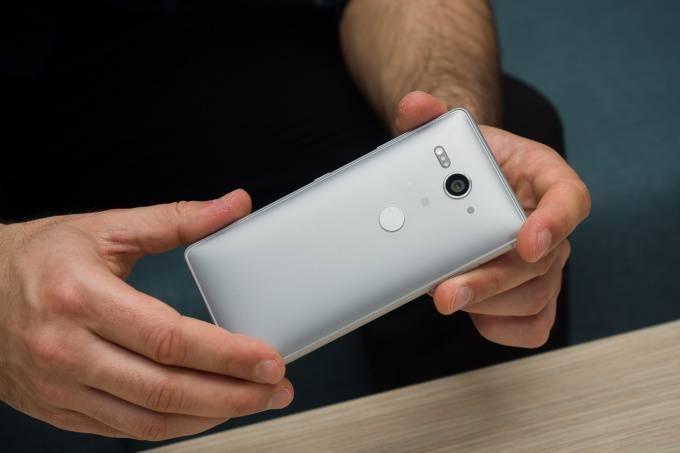 Sony-Xperia-XZ2-Compact-review با مرگ آیفون SE دوران شکوهمند گوشیهای کامپکت به سر رسید!