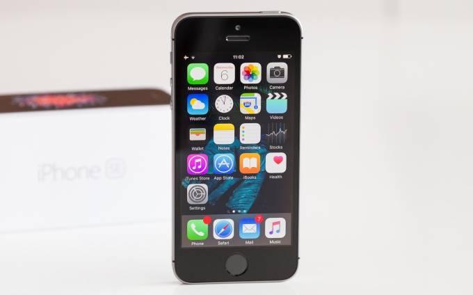 iPhone-SE-review-front با مرگ آیفون SE دوران شکوهمند گوشیهای کامپکت به سر رسید!