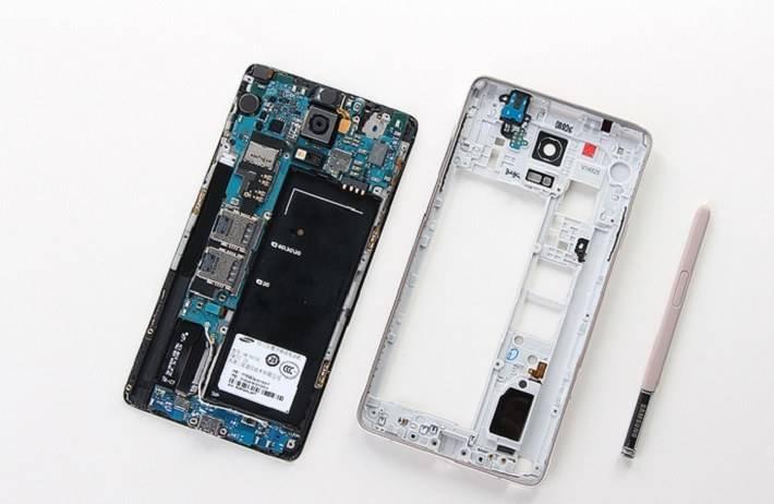 smartphone-2 هر آن چیزی که باید در رابطه با محتویات درون گوشیهای هوشمند بدانید!