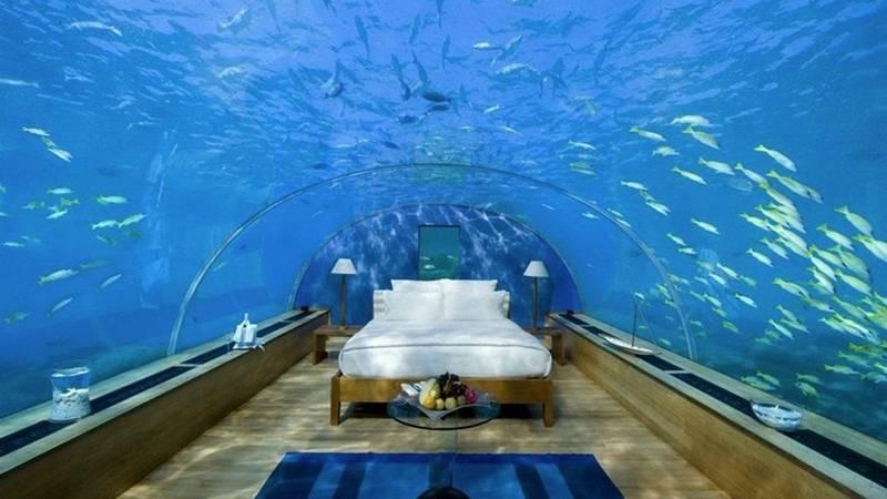 The-World's-First-Underwater-Hotel-Villa-Has-Opened-in-the-Maldives-4 یک شب اقامت در اولین هتل زیرآبی جهان پنجاه هزار دلار هزینه دارد!