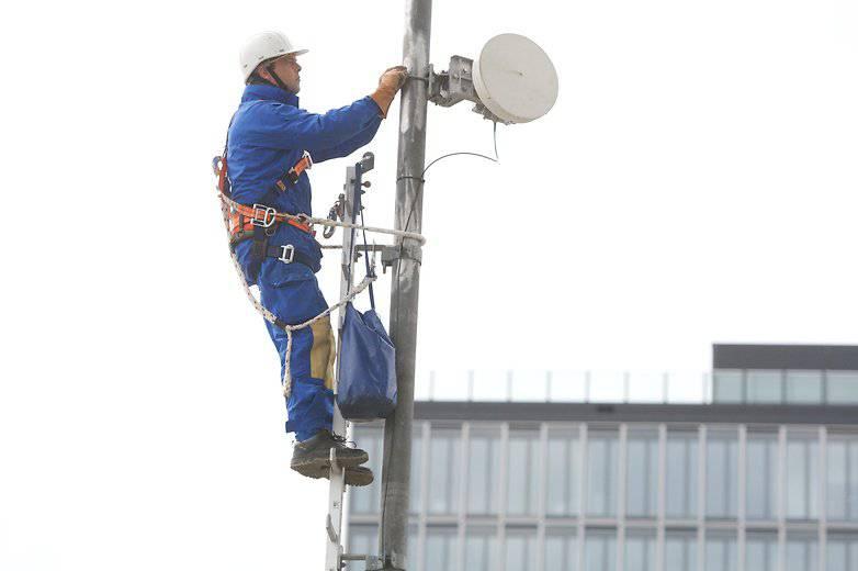 dl-lte-techniker-1-w782 طرحهای کلان هواوی در سال 2019: دوربین چهارگانه، شبکه 5G و فروشگاههای پرچمدار