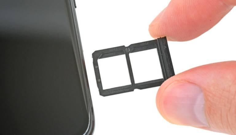 oneplus-6-teardown-sim-card-768x439 هرآنچه که میبایست در رابطه با eSIM بدانید: مزایا و معایب این روش ارتباطی جدید