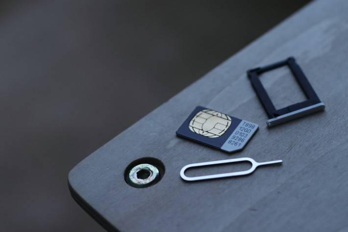 sim-card-710x473 هرآنچه که میبایست در رابطه با eSIM بدانید: مزایا و معایب این روش ارتباطی جدید