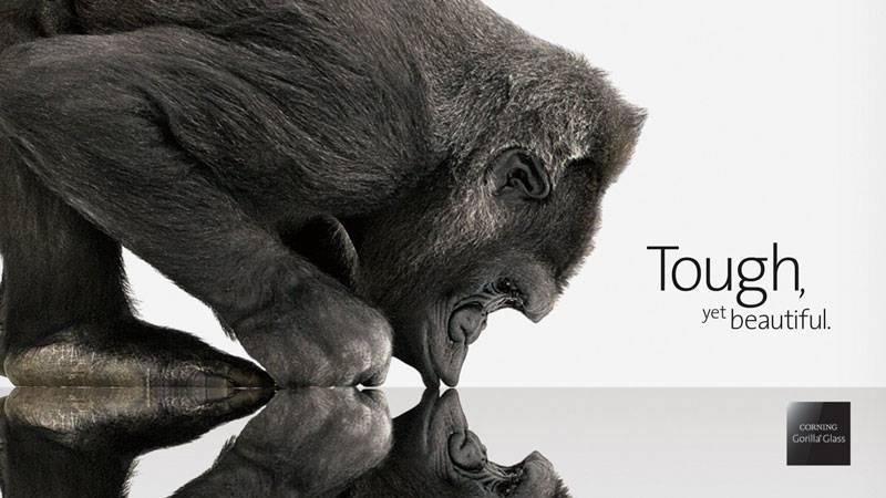 Corning_Gorilla_Glass شرکت کورنینگ به شدت در حال کار برای ساخت شیشه گوریلا گلس نمایشگرهای انعطافپذیر است
