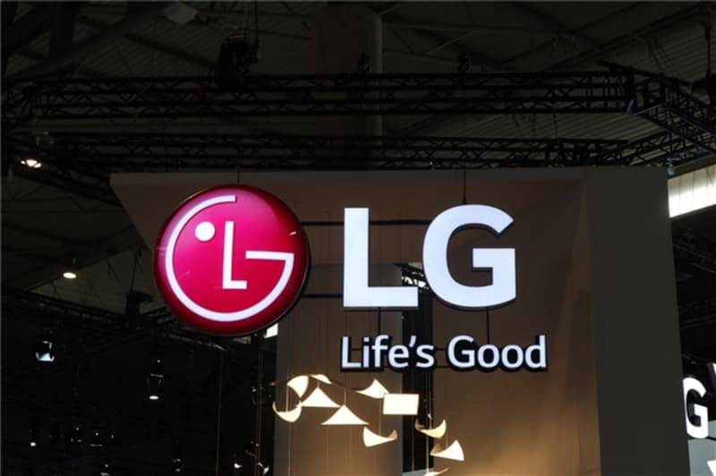 LG-logo گوشی منعطف الجی میتواند بهصورت سهبعدی عکاسی کند!