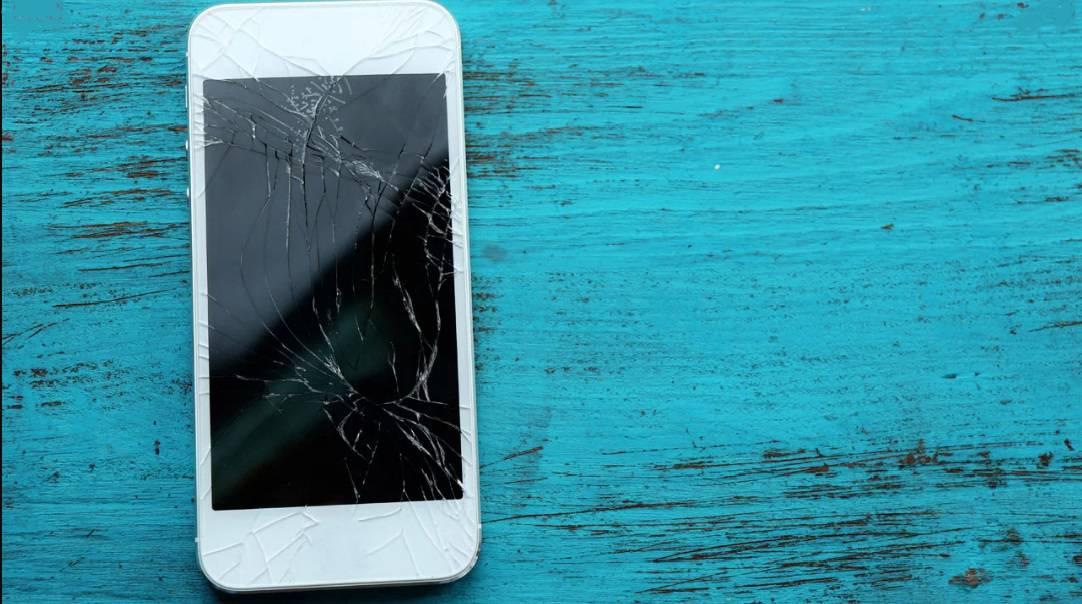 broken-phone چگونه صفحه نمایش شکسته یک گوشی را تعمیر کنیم؟