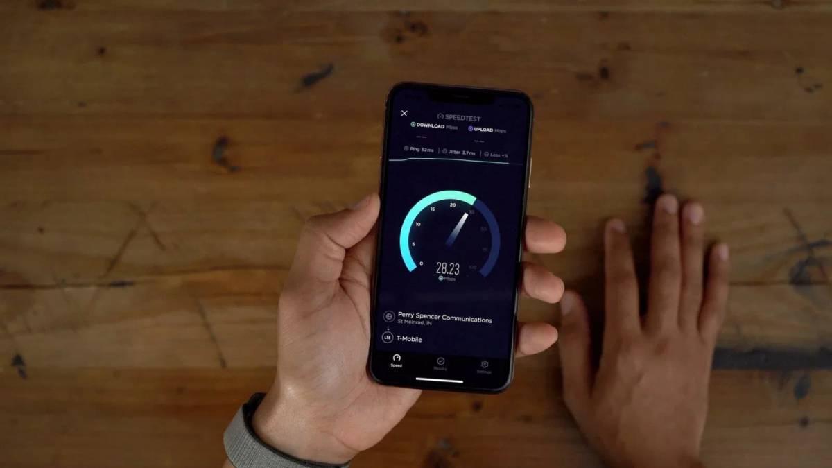 imagedsfdf چرا شرکت اپل قصد تولید مودمهای اختصاصی ساخت خودش را دارد؟
