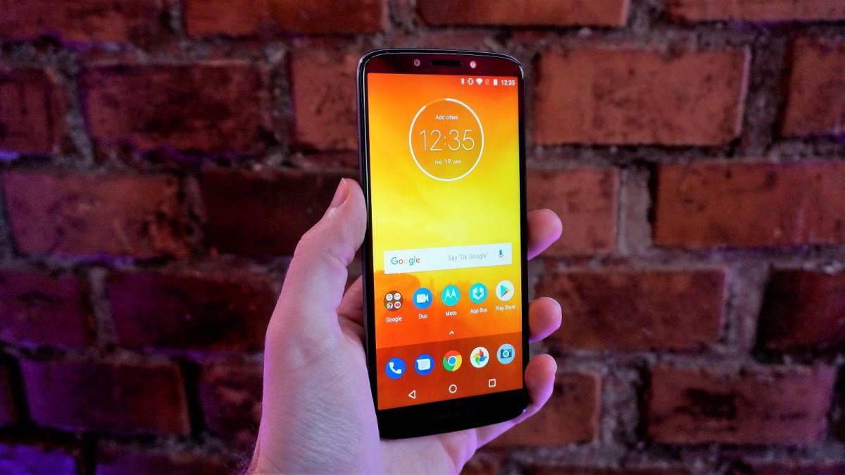 moto_e5_hands_on برترین گوشیهای بازار در رده قیمتی 1.5 تا 2 میلیون تومان