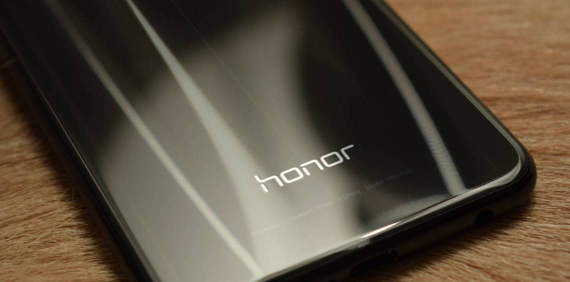 the-diversion-of-phone-honor-10-in-poster-promotional-the-specifications-made-its-way-to-the-web-also یک گجت شبیه به گوشی آنر 8A در چین و روسیه تاییدیه گرفت