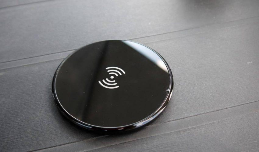 Anker-wireless-charger-09-1340x754-e1547369844104 گوشیهای سال 2019 وانپلاس احتمالا با قابلیت شارژ بیسیم عرضه میشوند