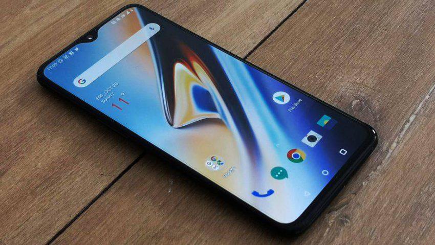 OnePlus-6T-34-view-920x518-e1547369743236 گوشیهای سال 2019 وانپلاس احتمالا با قابلیت شارژ بیسیم عرضه میشوند