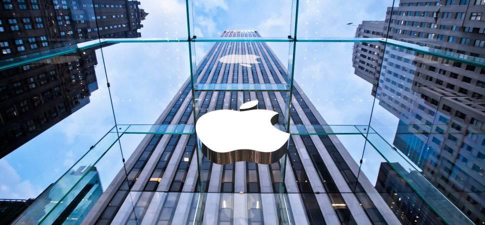 apple-store-5th-ave_36906 آیا اپل برای تغییر وضعیت کنونی خود شرکت دیزنی را خریداری میکند؟