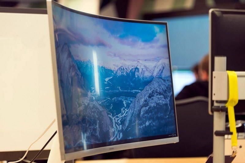 best-curved-monitors-v2 بهترین مانیتورهای سامسونگ را بشناسید