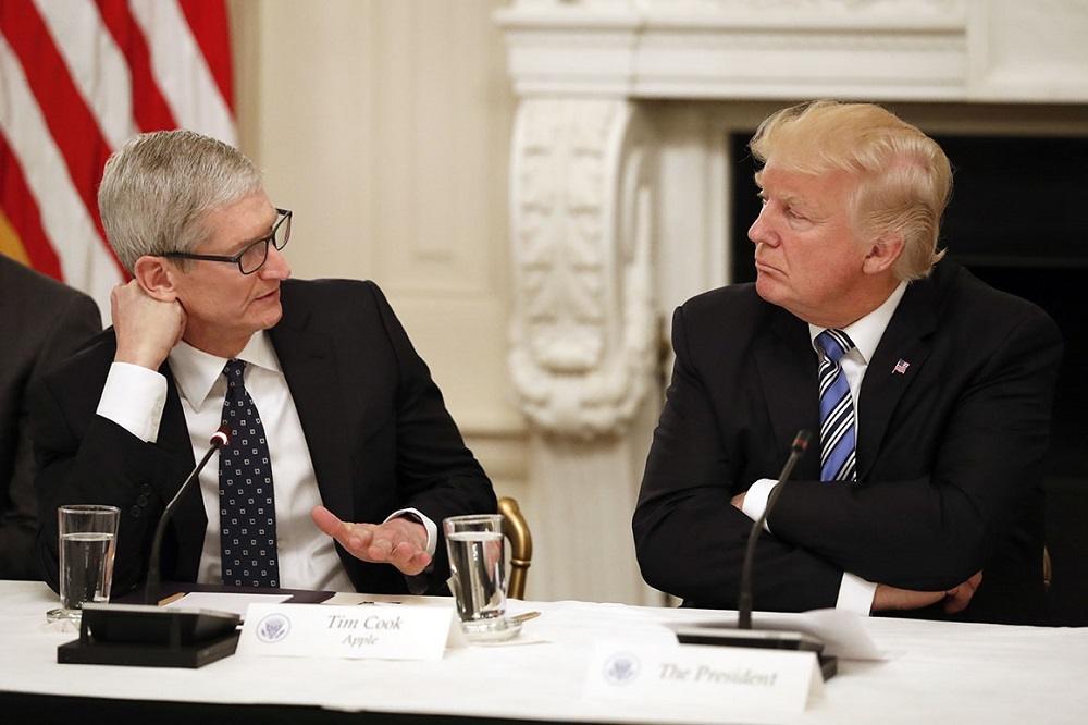 تیم کوک و ترامپ